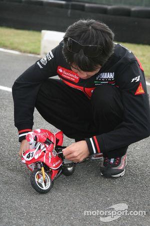 Course moto télécommandé: Noriyuki Haga