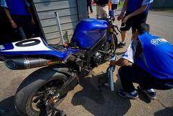 Yamaha d'Eric Bostrom après une chute lors de l'entraînement de vendredi.