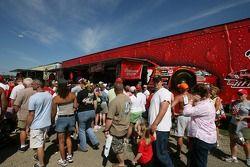 La remorque merchandising Dale Earnhardt Jr. est toujours la favorite des fans