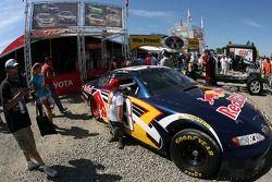 des fans découvrent la Red Bull Toyota
