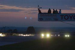 Drapeau à damier pour le gagnant de la course la #7 Penske Motorsports Porsche RS Spyder: Romain Dum