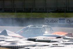 #86 Classique BMW - Plano BMW Z4: Toby Grahovec, Pierre Kleinubing dans le mur de pneus