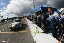 #40 TRG Porsche 997: John Bibbo, Scott Schroeder dans la voie des stands