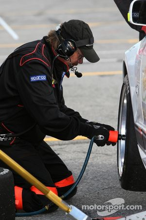 Arrêt au stand pour la # 4 Blackforest Motorsports Mustang GT: Travis Walker, Romeo Kapudija