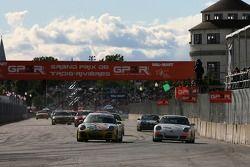 Redémarrage: #82 BRG/ Group 88 Motorsports Porsche 997: Jean-François Dumoulin, Louis-Philippe Dumou