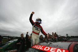 Lee Holdsworth gagne la première manche V8 Supercar