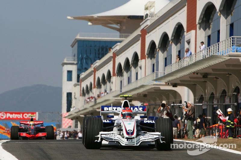 Robert Kubica, BMW Sauber F1 Team, F3.07 ve Lewis Hamilton, McLaren Mercedes, MP4-22
