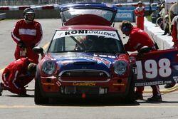 Arrêt au stand pour la #198 RSR Motorsports Mini Cooper S: Randy Smalley, Owen Trinkler, Alain Lauzi