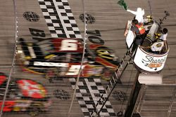 Kasey Kahne leads the field to the green flag to start the Sharpie 500