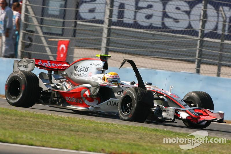 Lewis Hamilton, McLaren Mercedes, MP4-22, hasarlı tyre
