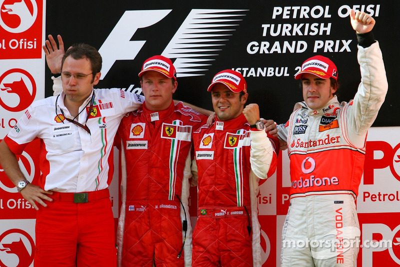 Podyum: Stefano Domenicali, Scuderia Ferrari, Direktör, 2. Kimi Raikkonen, Yarış galibi Felipe Massa