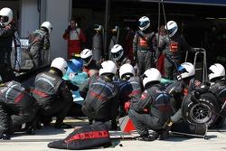 Rubens Barrichello, Honda Racing F1 Team, RA107 pit stop