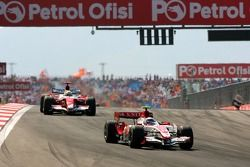 Anthony Davidson, Super Aguri F1 Team, SA07, Ralf Schumacher, Toyota Racing, TF107