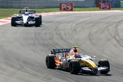 Heikki Kovalainen, Renault F1 Team, R27, Nico Rosberg, WilliamsF1 Team, FW29