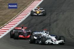 Nick Heidfeld, BMW Sauber F1 Teama, F1.07 and Fernando Alonso, McLaren Mercedes, MP4-22
