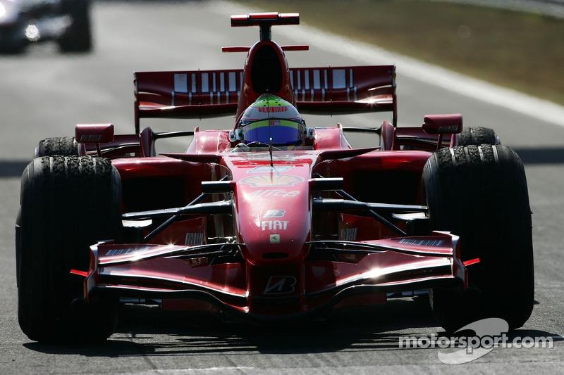Yarış galibi Felipe Massa