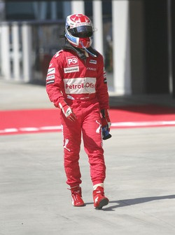 Jason Tahinci walks back to the pit lane after retiring from the race