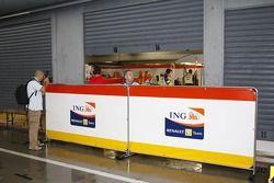zone des stands Renault F1 Team