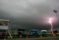 Молния рядом с трассой