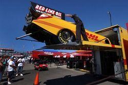 La voiture de Scott Kalitta sort du stand