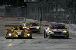 #6 Penske Racing Porsche RS Spyder: Sascha Maassen, Ryan Briscoe, #44 Flying Lizard Motorsports Pors