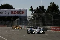 Redémarrage: la #20 Dyson Racing Team Porsche RS Spyder: Chris Dyson, Guy Smith devant la #6 Penske