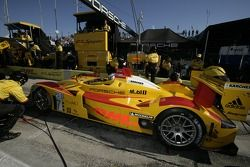 Arrêt au stand pour #7 Penske Racing Porsche RS Spyder: Romain Dumas, Timo Bernhard