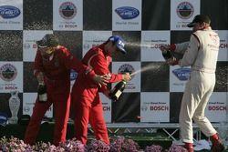Podium P2: champagne pour Mika Salo et Jaime Melo