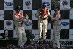 Podium P1: champagne pour Emanuele Pirro, Marco Werner et Rinaldo Capello