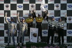 Podium P2: les vainqueurs Timo Bernhard et Romain Dumas, seconde place Butch Leitzinger et Andy Wall