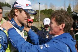 Le vainqueur Marcus Grönholm et Malcolm Wilson, directeur de Ford Rally Team