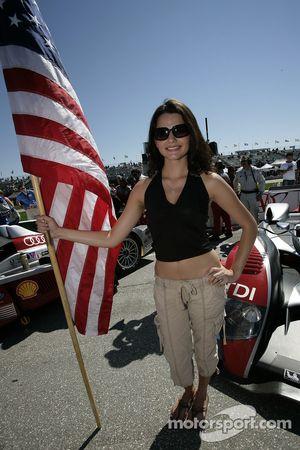 L'Audi flag girl
