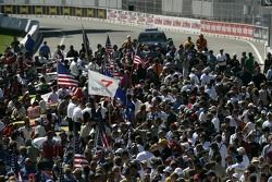 Crowd on the starting grid