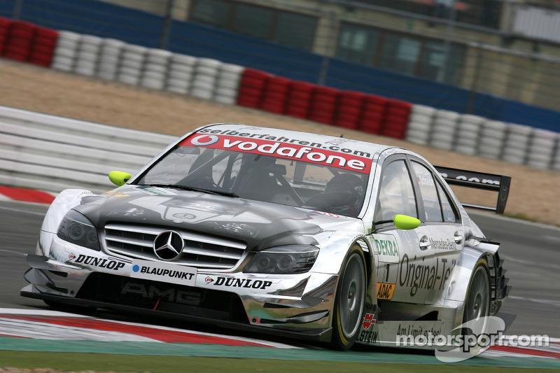 В том сезоне за Шнайдером осталась одна победа. В конце года спустя пять титулов и 43 победы он объявил об уходе из DTM, став послом Mercedes, инструктором и испытателем