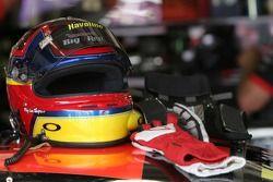 Le casque et des gants de Juan Pablo Montoya