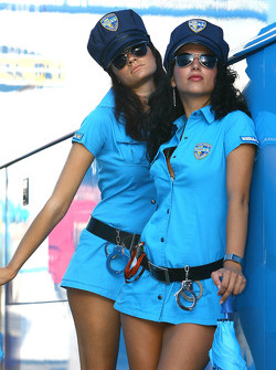 Очаровательные девушки Rizla+