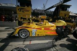 Arrêt au stand pour la # 6 Penske Racing Porsche RS Spyder: Sascha Maassen, Ryan Briscoe