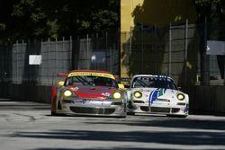 #45 Flying Lizard Motorsports Porsche 911 GT3 RSR: Johannes van Overbeek, Jorg Bergmeister, #54 Team