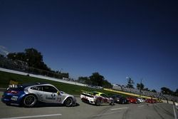 GT cars await the start of the qualifying session on pitlane