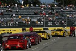 les GT derrière les GT de tête avant le début de la séance de qualification