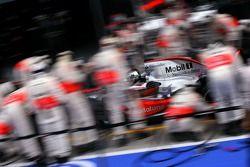 Механики McLaren Mercedes