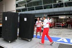 Toyota F1 Team, unload tırıs