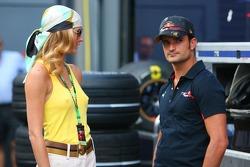 Vitantonio Liuzzi, Scuderia Toro Rosso with a girl in the paddock