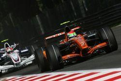 Sakon Yamamoto, Spyker F1 Team, F8-VII-B and Robert Kubica, BMW Sauber F1 Team, F1.07