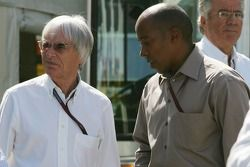 Bernie Ecclestone y Anthony Hamilton padre de Lewis Hamilton