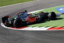 Lewis Hamilton, McLaren Mercedes, MP4-22 spins at turn 1
