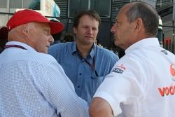 Niki Lauda, campeón mundial de F1 antiguos y RTL TV, Ron Dennis, McLaren, Director, Presidente y un