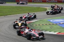 Anthony Davidson, Super Aguri F1 Team, SA07, leads Giancarlo Fisichella, Renault F1 Team, R27