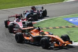 Sakon Yamamoto, Spyker F1 Team, F8-VII-B and Takuma Sato, Super Aguri F1, SA07