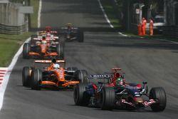 Vitantonio Liuzzi, Scuderia Toro Rosso, STR02 ve Adrian Sutil, Spyker F1 Team, F8-VII-B